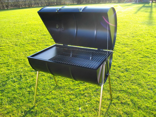 Deluxe barrel barbecue